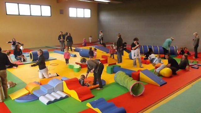 Un parcours de motricite pour les enfants dans le dojo